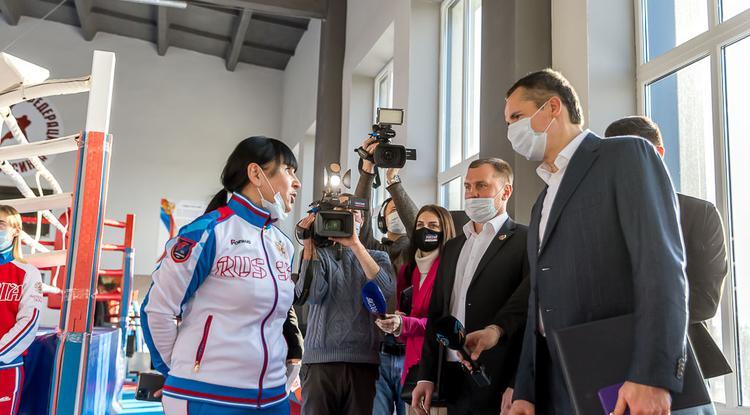 «Чемпионы должны мотивировать». О чём Вячеслав Гладков говорил со спортивными федерациями