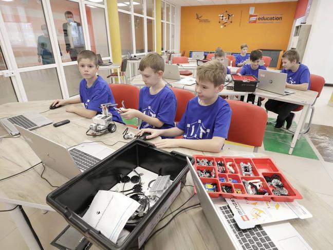 Вячеслав Гладков предложил проект по IT-образованию школьников