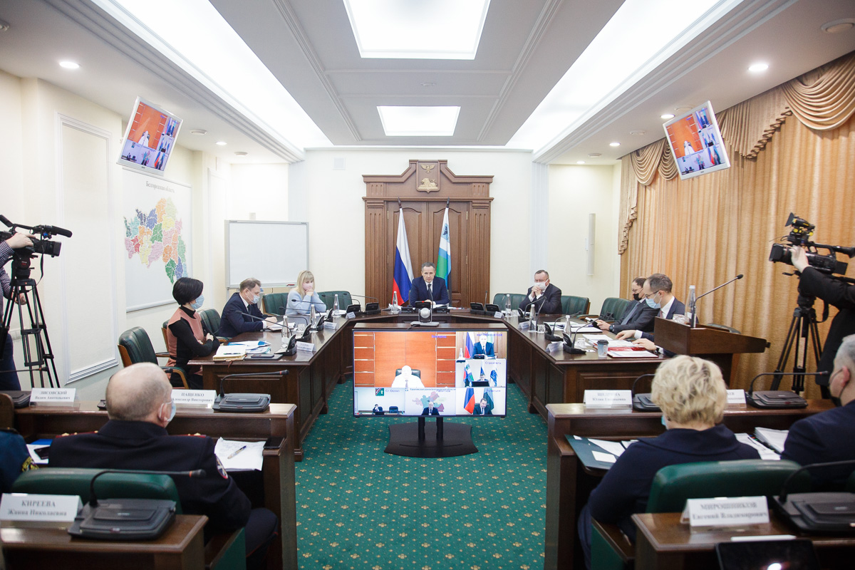 Реализацию национальных проектов в 2021 году обсудили в Правительстве области